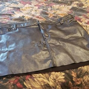 Faux stretchy leather mini skirt